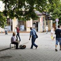 Улицы Симферополя. Музыкант :: Валерий Андреев