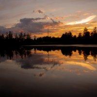В темном небе плывут облака,угасая в немой тишине... :: Алла Кочергина