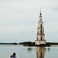 Колокольня в воде :: Сергей Потапов
