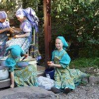 Дети в монастыре :: Елена Павлова (Смолова)
