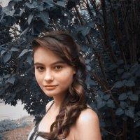 ### :: Лариса