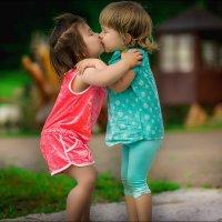 Дети забавляют себя тем или иным занятием даже тогда, когда ничего не делают) :: Галина Мещерякова