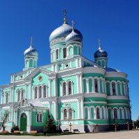 Над храмами сверкают купола.... :: Наталья Маркелова