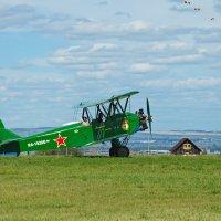 Четыре самолета и девушка в белом шарфике :: Ольга Логинова
