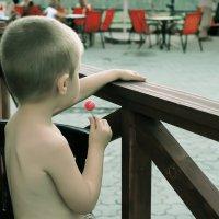 Сладкое детство... :: Сергей Форос