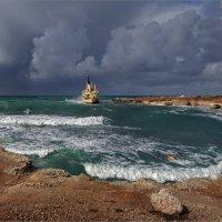 Корабль севший на мель. (Коварная бухта) :: Виктор Перякин