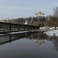 В городе апрель :: Николай Белавин