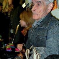 Дед с собачкой :: Сергей Яценко