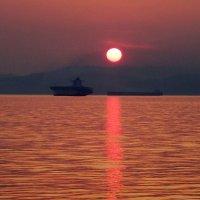 Закат на море :: Сергей Компаниец