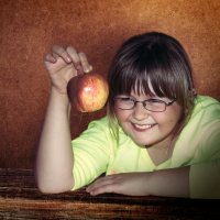 Девочка с яблоками-4. :: Elena Klimova