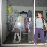 Девочка и манекены :: Маера Урусова