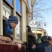 Когда еще можно посидеть в трамвае у такого окошка! :: ИРЭН@ Комарова
