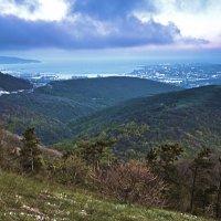 В горах над городом :: Константин Николаенко