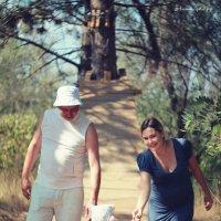 Семья на прогулке :: Михаил Тихонов