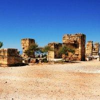 Развалены  города Иераполис :: Александр Корниенко
