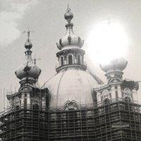 Смольный собор в лесах. С фотовыставки в Лофт Проект ЭТАЖИ. :: Светлана Калмыкова