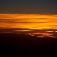Заря на высоте 11300 метров... :: Владимир Хиль