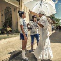 Куба и ее люди!!!...Сьенфуэгос...Училка,мама и школьница(дочь)... :: Александр Вивчарик