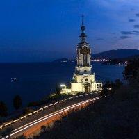 Свет в ночи :: Марина