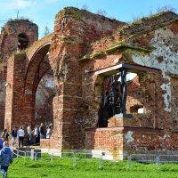 Памятник защитникам крепости :: Юрий Тихонов