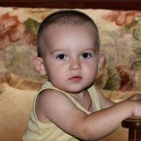 Мальчик на диванчике. :: Anatol Livtsov