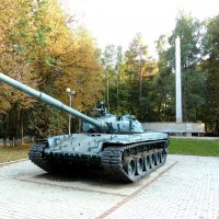 Памятник-танк Т-80 :: Александр Качалин
