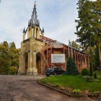Церковь Петра и Павла в Шуваловском парке. :: Юрий Тихонов