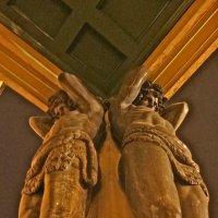 Атланты держат небо на каменных руках :: Елена