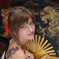 Девушка с татуировкой Дракона :: Алексей Соминский