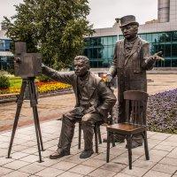 Памятник братьям Люмьер :: Михаил Вандич