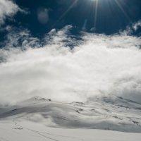 Эльбрус в облаках :: Сергей Стенин