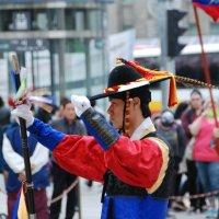 Церемония смены почетного караула у ворот Тэханмун :: Tatiana Belyatskaya