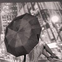 Двое под зонтом :: Наталья Каравай