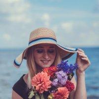 Девушка с цветами :: Ольга Скоринова
