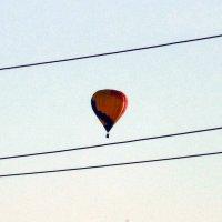 Выше проводов и елей шар воздушный в небесам летит!!! :: Наталья Пендюк Пендюк