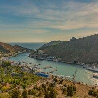 В Крыму есть удивительный маленький тихий городок, который называется Балаклава. :: Александр Пушкарёв