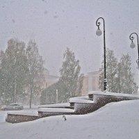 Возле дома моего... (первый снег) :: muh5257
