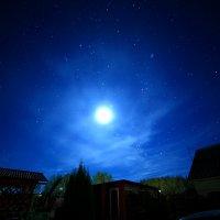 Луна. Орион. Крыши. 3 часа ночи. :: Анатолий Мамичев