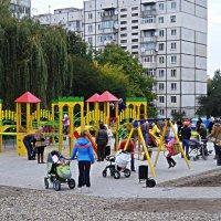 Відкрили дитячий майданчик :: Степан Карачко