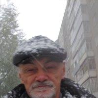 Автопортрет в первом снегу :: Владимир Ростовский