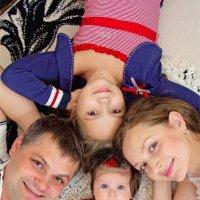 Лиза, Тая, мама и папа :: Ксения Старикова