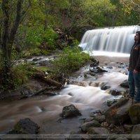 у маленького городского водопада :: Ivan Kozlov