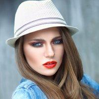 Девушка в шляпе :: Кристина Гризер