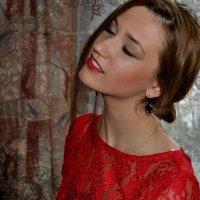 Женщина в красном :: Mariya Bryuchova