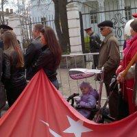 во время шествия :: Павел Михалев