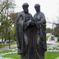 Памятник Петру и Февронии в Ярославле :: Galina Leskova