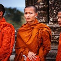 Монахи в Ангкоре :: Владимир Чернышев