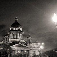 Ночь. Улица. Фонарь. Исаакий. :: Ольга Лаврова