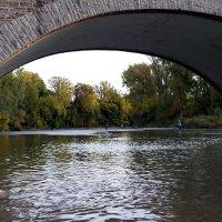 У моста (октябрь, Old Mill, Toronto) :: Юрий Поляков