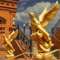 Архангелы, встречающие идущих в Собор Святой Троицы. :: Elena Izotova